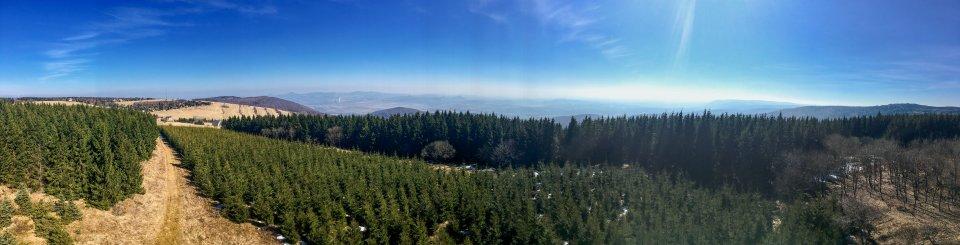 panorama z rozhledny na Vlčí hoře